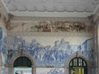 De stationshal in Porto